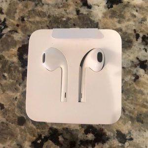 New Apple Ear Pods head phones